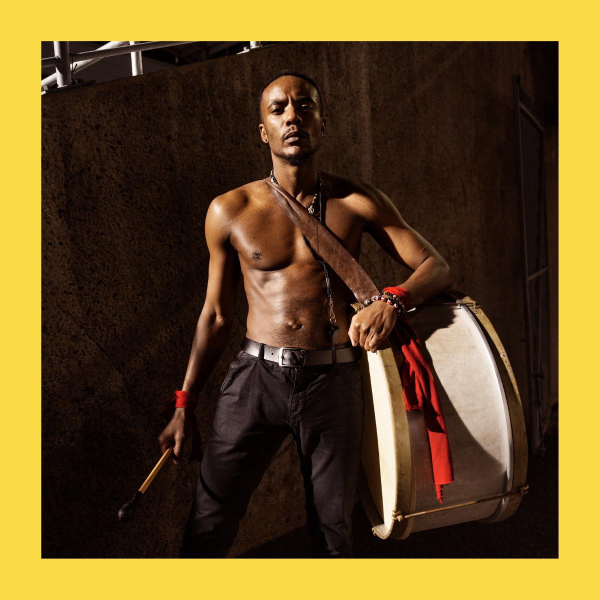 Melo Omat est un danseur et professeur de danse congolais à Montréal, au Québec