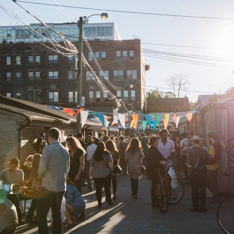 Outdoor markets and food trucks