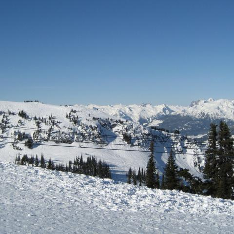 3 Grandes Ventajas de esquiar en Canadá a principios de temporada